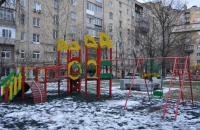 Детская площадка на улице Шухова