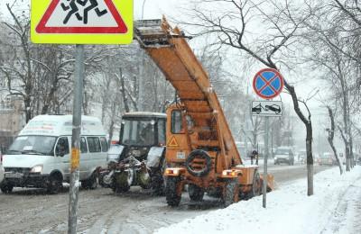 Все коммунальные службы работают в круглосуточном режиме со 2 марта и планируют убирать снег в течение суток