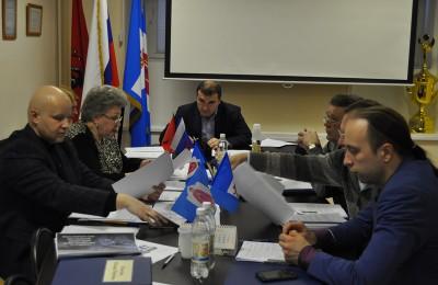 Депутаты Даниловского района обсудили установку ограждающих устройств на придомовых территориях