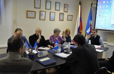 В ходе заседания было утверждено распределение депутатов по округам для участия в работе этих комиссий