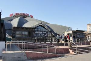 В этом году одна из первых летних веранд открылась на территории Даниловского рынка