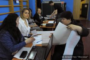 Тысячи жителей Москвы принимают участие в сегодняшнем праймериз ЕР