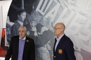 Ветераны ЦСКА Борис Михайлов и Владимир Петров в музее хоккея