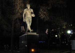 Памятник Эдуарду Стрельцову на стадионе им. Стрельцова