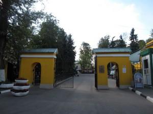 Входные ворота на Даниловское кладбище