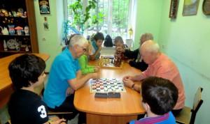 Шашечный турнир с пожилыми людьми из отделения социальной реабилитации