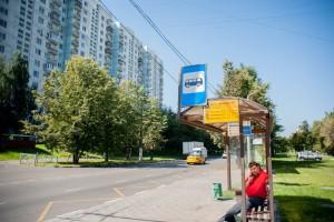 """На остановке у метро """"Шипиловская"""" в ЮАО Москвы"""