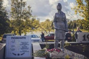 Памятник женщинам-героям обороны Москвы в районе Чертаново Центральное