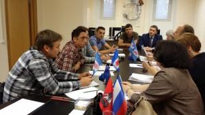 Депутаты обсуждают с местными жителями вопросы капитального ремонта в районе