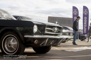 """Выставка ретро-автомобилей в """"Парке Легенд"""""""