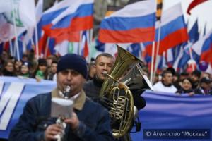 """В Москве на шествие """"Мы едины!"""" собралось более 80 тысяч участников"""