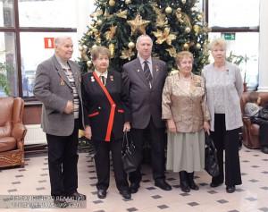 Ветераны на торжественном мероприятии ко Дню Героев Отечества