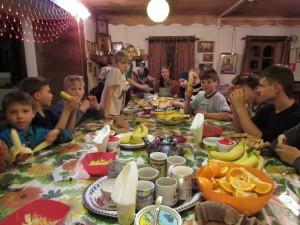 Воспитанники детского дома на мероприятии в храме Живоначальной Троицы в Старых Черемушках