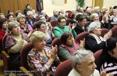 Пожилые люди в районе Братеево