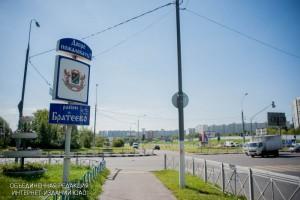 Знак «Добро пожаловать в Братеево!» на пересечении ул. Братеевской и Бесединского шоссе