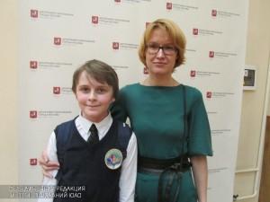 Победитель онлайн-чемпионата Алексей Кулахмедов и учитель школы №2117 Наталья Кашинцева