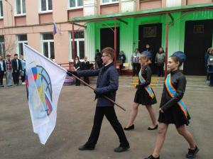Ученики школы №494 во время акции в память о Герое Российской Федерации