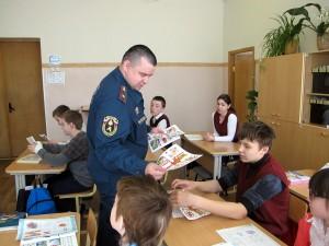 Воспитанники школы-интерната №79 на встрече с инженером МЧС