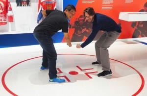 Канадские спортсмены в Музее хоккея