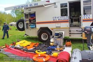 Сотрудники МЧС продемонстрировали спасательный инвентарь в ходе открытого занятия