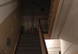 Перегоревшая лампочка на шестом этаже жилого дома