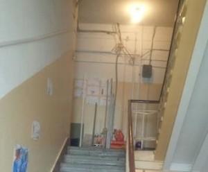 Новая лампочка на шестом этаже жилого дома