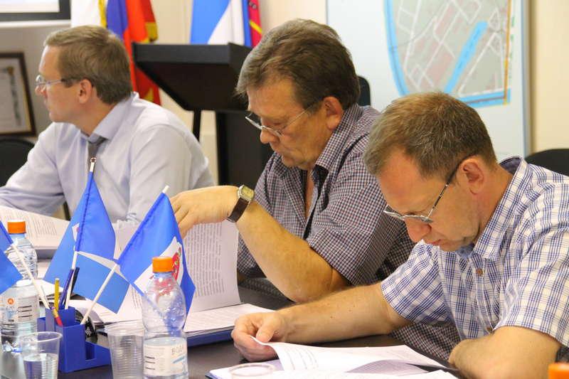 На внеочередном заседании Совета депутатов обсудили размещение торговой точки на Симоновском Валу