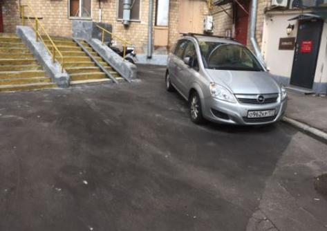 Двор на Автозаводской улице после ремонта