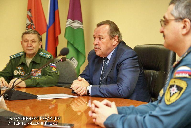 Чернобыльцев наградил Префект ЮАО Алексей Челышев
