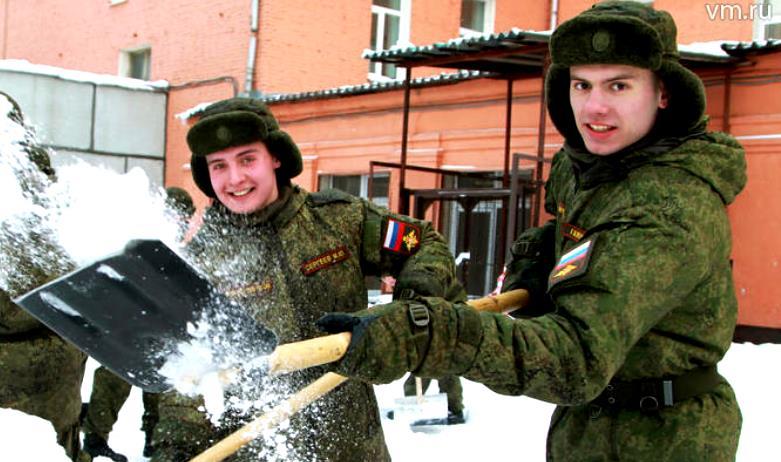 Справиться со снежной стихией в районе помогли бойцы Семеновского полка