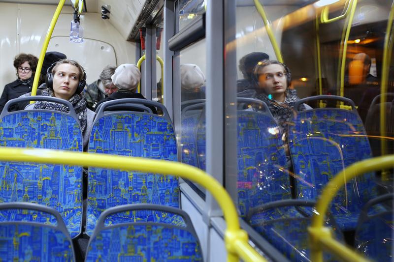 Автобус, пассажир, дорога, наушники, девушка, вечер