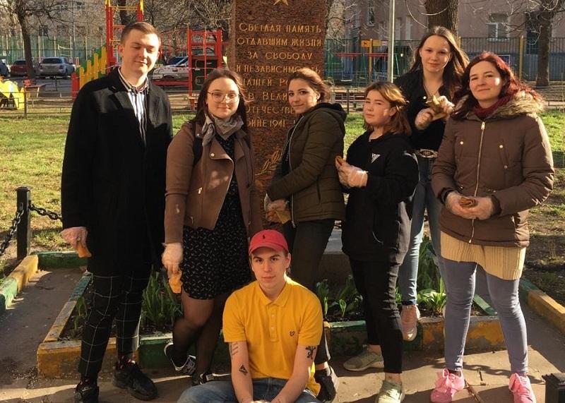 Молодежная палата уборка акция памятник Ленберг