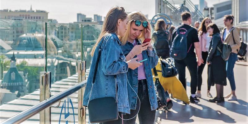 онлайн-телефон-смартфон-девуки-молодкжь-мос-ру