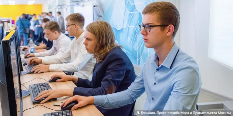 подростки-компьютер-онлайн-бизнес-мос-ру-768x385-1